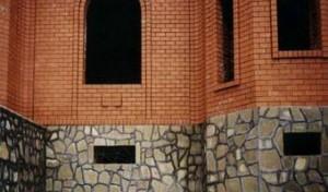 Облицовка цоколя натуральным камнем от К-групп фото