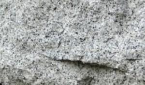Серый с черными вкраплениями гранитный плитняк от К-групп фото