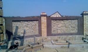 Строительство забора из гранитного плитняка от К-групп фото